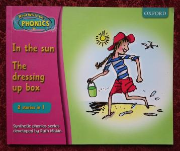 Read Write Inc. Phonics Set 3 Book 2: In the Sun. The Dressing Up Box